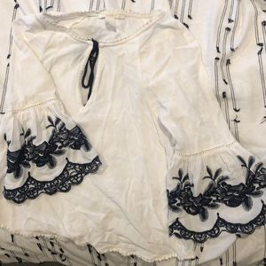SALE‼️FOREVER 21 WHITE LACED TOP/BLOUSE